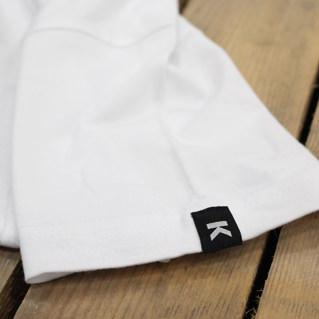 Etichette tessute sulle maniche