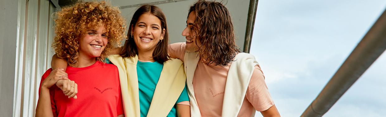 Catalogo dei marchi di Teefactoy Italia. Oltre 30 marchi di abbigliamento da personalizzare.